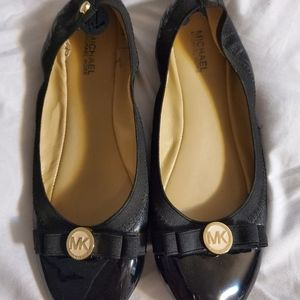 Michael Kors black and gold patent flats in 7 1/2